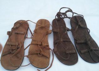 Sandalias piel ajustables