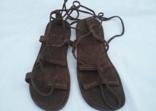 Sandalias-piel-ajustables