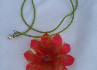 colgante rosa rojo