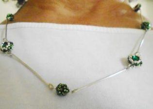 collar verde delicas y plata bauldealgodon.JPG