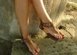 sandalias piel marron dedo bauldealgodon
