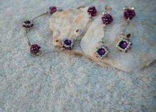 Conjunto pulsera pendientes purpura