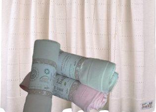 Manta punto rosa para bebe
